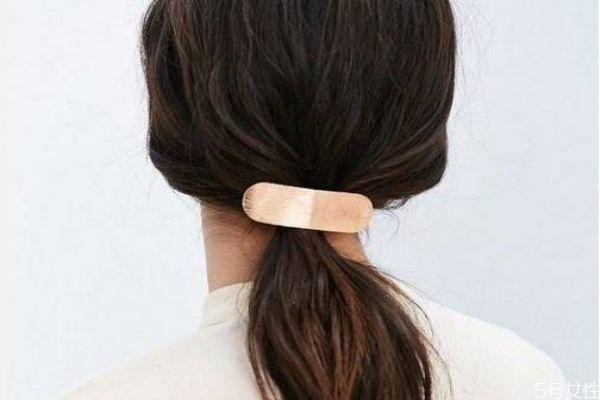 染发盖白发先染哪里 盖白发的打底染发技巧