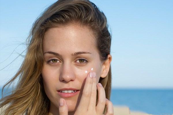护肤品和药膏哪个先用比较好 涂抹痤疮的药能用护肤品吗