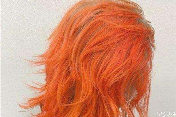 头发多的女生染什么颜色头发好看 高级感发色推荐