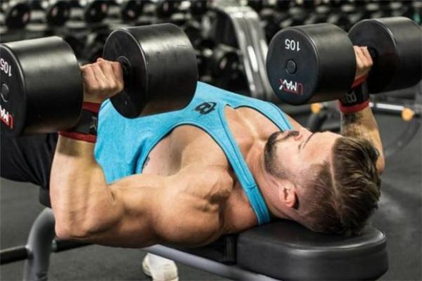力量训练和有氧训练区别 力量训练和有氧训练哪个减肥好