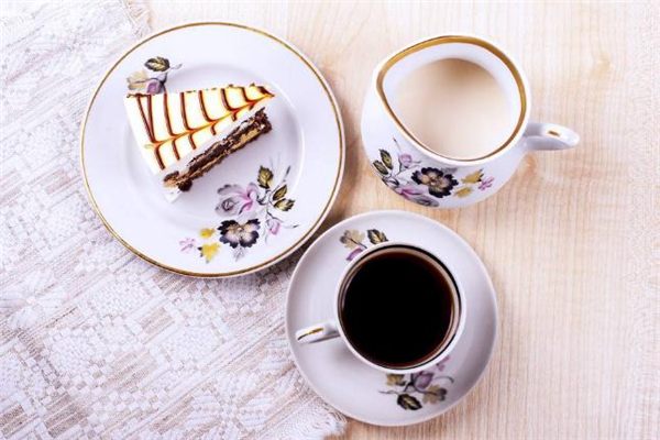 一杯黑咖啡的热量是多少 晚上喝黑咖啡能减肥吗