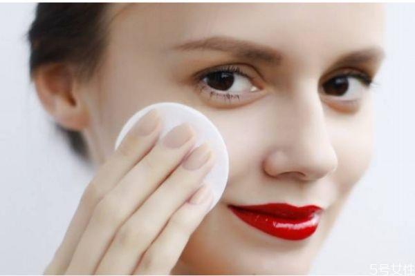 一般卸妆水可以卸全脸吗 脸部卸妆有什么注意的呢
