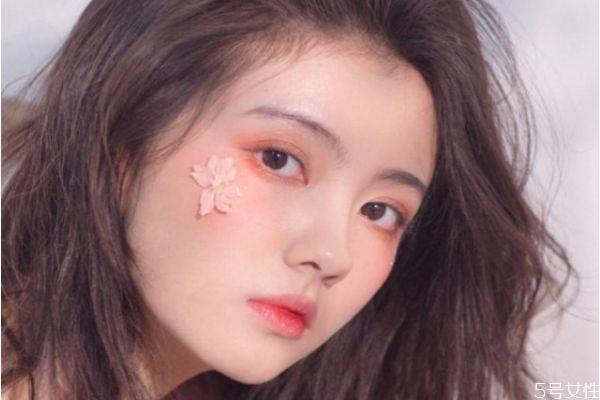 秋季适合画哪种妆容 秋季流行妆容画法