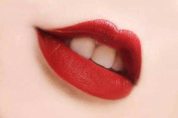 冬天涂唇釉的好处 冬天涂口红的好处