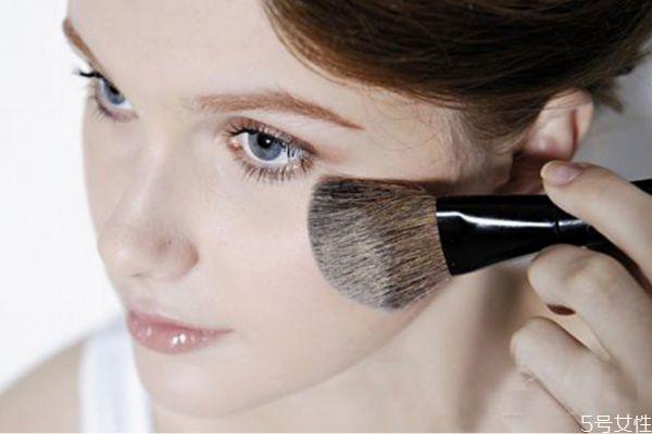 冬天化妆需要定妆吗 冬季定妆小技巧