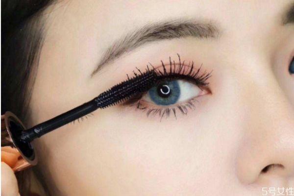 睫毛膏晕妆是为什么呢 造成睫毛膏晕妆原因是什么呢