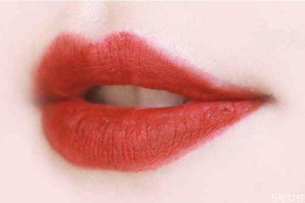 冬天口红用哑光还是滋润 口红买滋润还是哑光好
