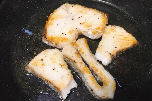 鳕鱼和三文鱼哪个好 鳕鱼和三文鱼哪个贵