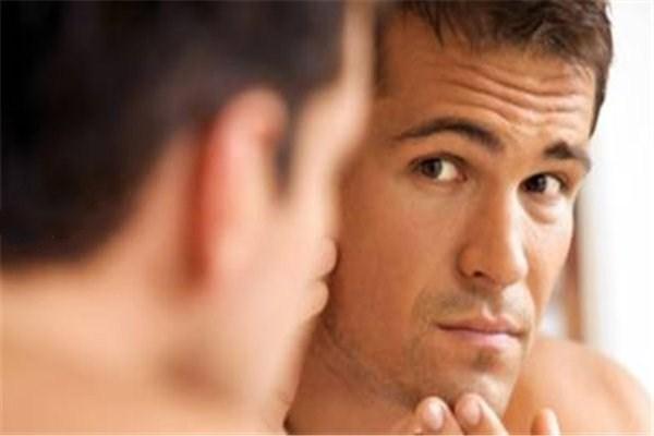男士皮肤粗糙 男士皮肤粗糙怎么办 男士引起皮肤粗糙的原因
