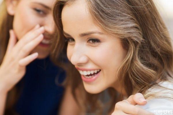 和刚认识的女生怎么聊天 和女孩子聊天怎么找话题