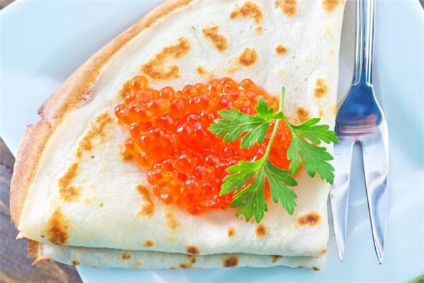 鱼子酱为什么不能用金属勺子 鱼子酱为什么要用贝壳勺