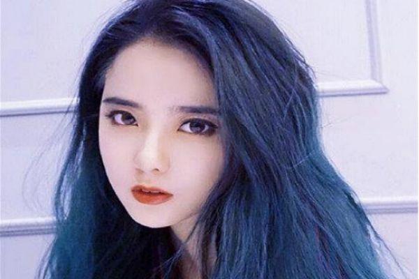 什么肤色的人适合染蓝色头发 染蓝色头发怎么染好看