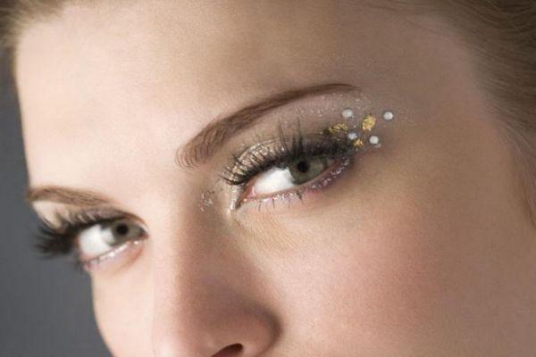 嫁接睫毛可以洗脸吗 嫁接睫毛会伤害自己原生睫毛吗