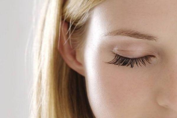 如何挑选假睫毛 如何粘贴假睫毛