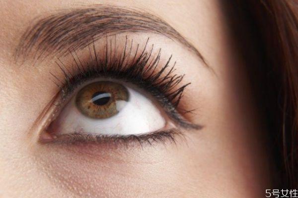 睫毛掉进眼睛里怎么办 眼睛里进了睫毛小妙招