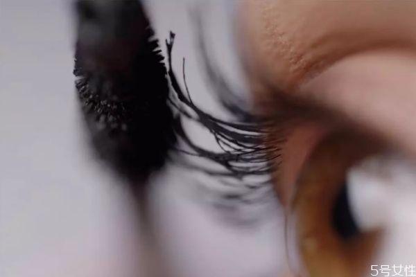 种睫毛可以涂睫毛膏吗 睫毛膏的使用误区