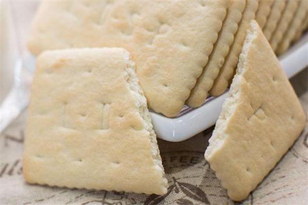 钙奶饼干真的含钙吗 钙奶饼干婴儿可以吃吗