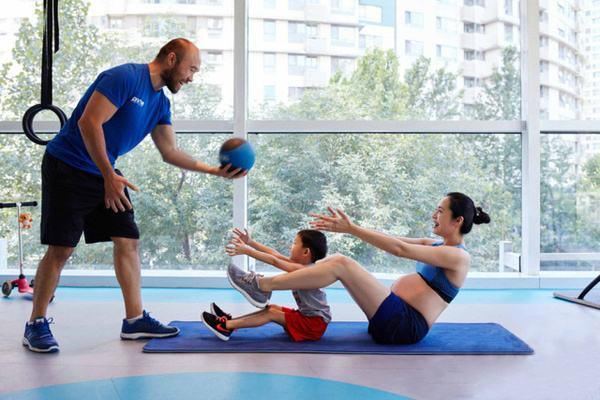 亲子瑜伽有什么常见动作有哪些 亲子瑜伽几岁开始学比较好