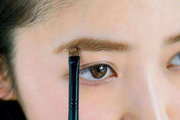 眉毛有痣能纹眉吗 哪些人不能纹眉