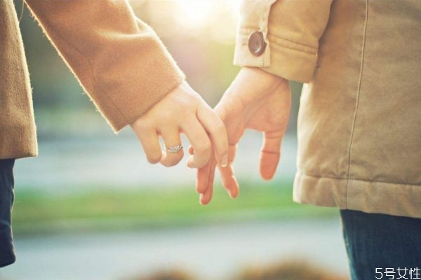 谈恋爱和结婚的区别 一句话区别爱情和婚姻