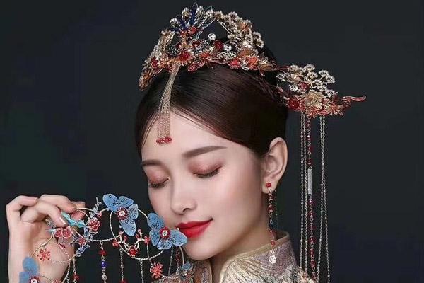 新娘妆画哪种眼线好 新娘妆画眼线的注意事项