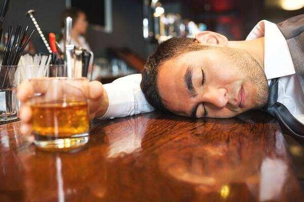 喝酒吐血怎么办 酒后胃出血能自愈吗