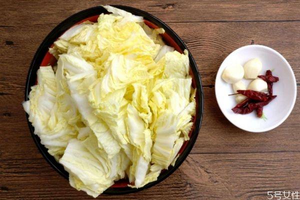 水煮白菜有什么营养价值呢 吃水煮白菜有什么好处呢