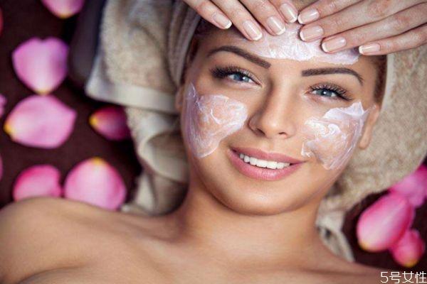 洗完脸以后可以不涂水乳吗 护肤的正确方法是什么呢