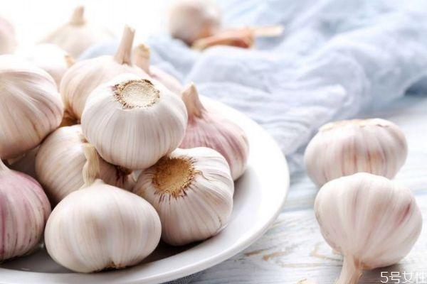 大蒜有什么营养价值呢 吃大蒜有什么好处呢