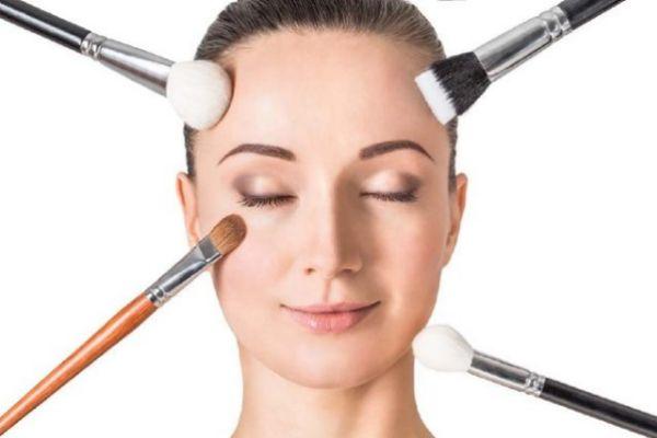 化妆卡粉浮粉的原因有哪些 怎样避免化妆卡粉浮粉