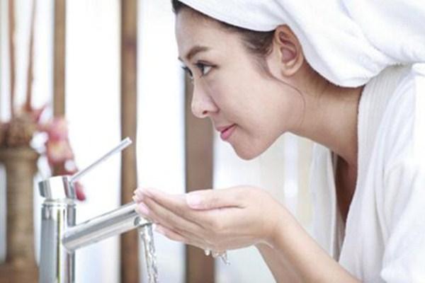 热水洗脸好吗 热水洗脸有什么坏处