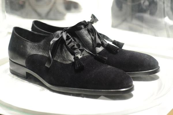 绒面鞋子发白怎么办 绒面鞋子怎么清洗
