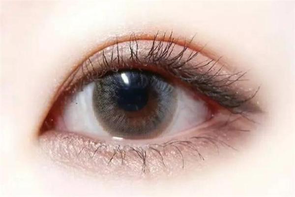 双眼皮定型霜管用吗 双眼皮定型霜和双眼皮贴哪个好
