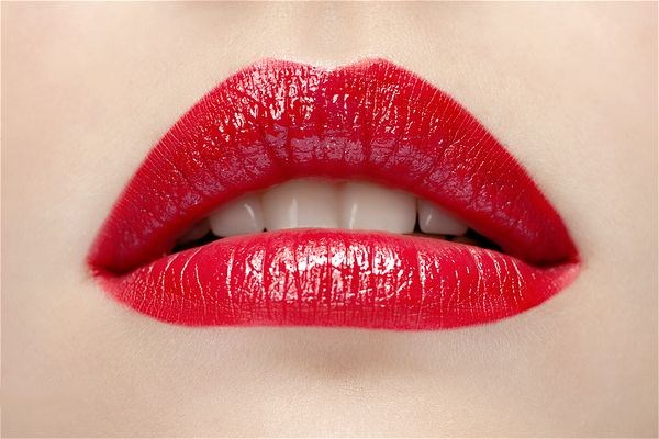 做半永久定唇妆没有颜色是什么原因 做完半永久定唇妆要注意什么