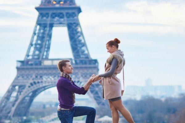 求婚是哪只腿跪地 求婚常用知识大锦集