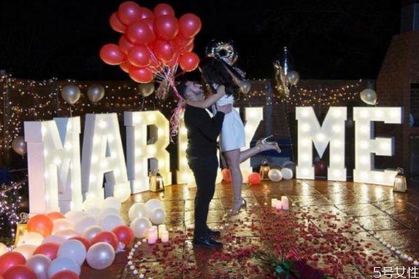 怎么求婚让女友惊喜 求婚准备清单