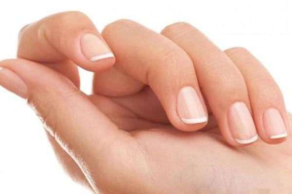 指甲盖空了一半怎么办 指甲盖空了一半多久能恢复