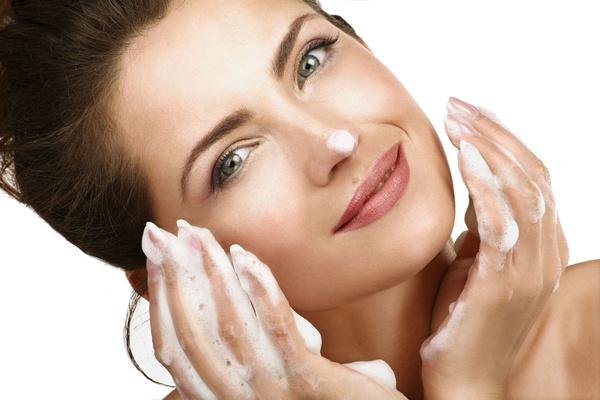 冷水洗脸可以收缩毛孔吗 冷水洗脸要注意什么