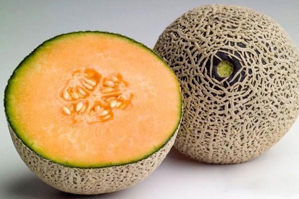 哈密瓜外面发霉了还能吃吗 吃了发霉的哈密瓜会怎样