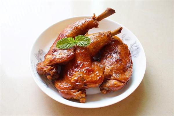 鸡腿和鸡胸哪个营养高 鸡腿肉和鸡胸肉的区别