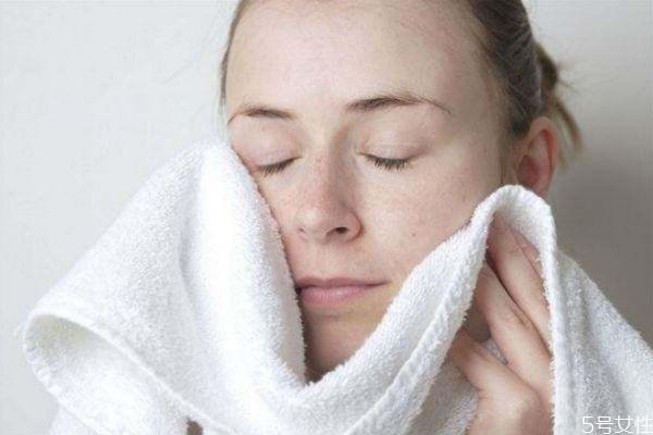护理油性皮肤的技巧有哪些 油性皮肤如何选择护肤品