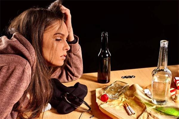 经常喝酒断片的危害 喝酒经常断片是怎么回事