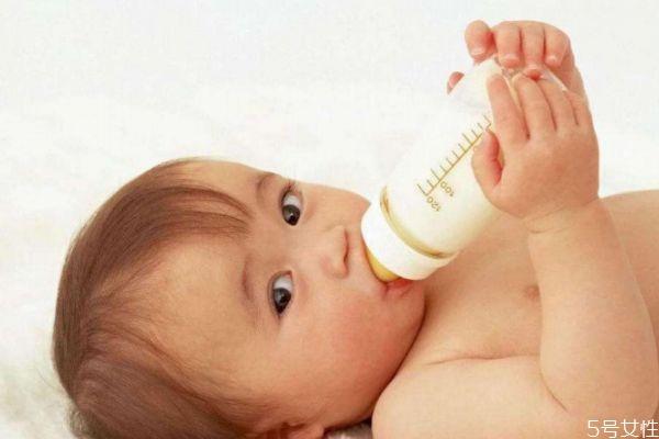 婴儿奶粉比较好的有什么呢 如何挑选婴儿奶粉呢