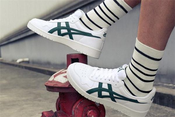 2020年流行什么颜色运动鞋 2020男生运动鞋流行趋势