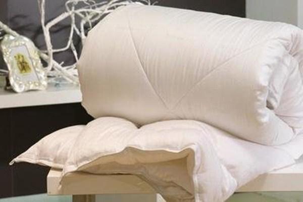 蚕丝被为什么越睡越冷 体寒的人不能盖蚕丝被吗