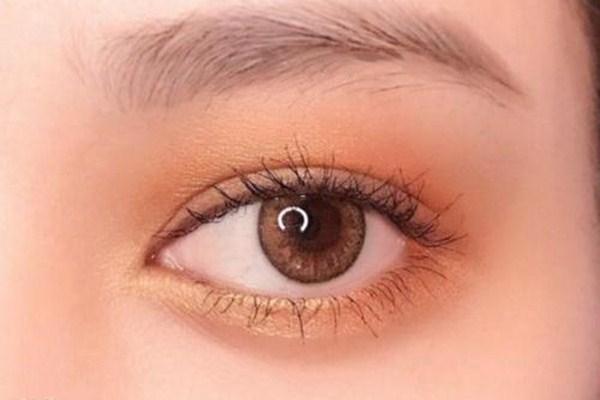 肿泡眼适合什么颜色的眼影 肿泡眼怎么画眼影好看