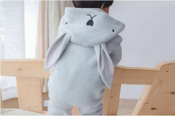 宝宝连体衣怎么穿 宝宝穿连体衣的好处
