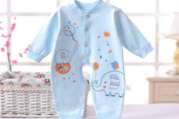 宝宝连体衣里面穿什么 连体衣怎么换尿布