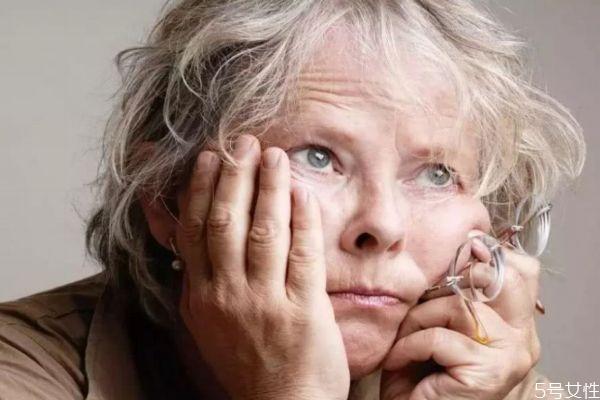 为什么女性容易长皱纹呢 一般女性长皱纹原因有什么呢
