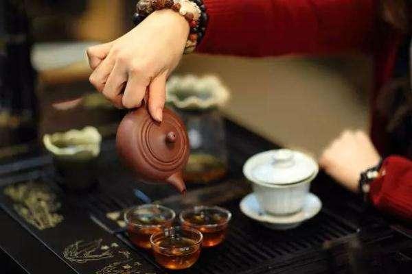 发烧时能喝浓茶吗 发烧时能喝什么饮品